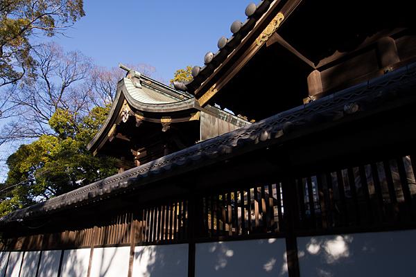 源兵衛須佐之男神社社殿横から