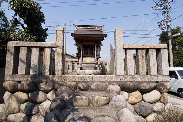 恵比子神社本社前