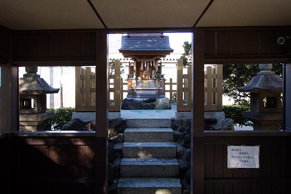 要町八幡神社拝殿から本社