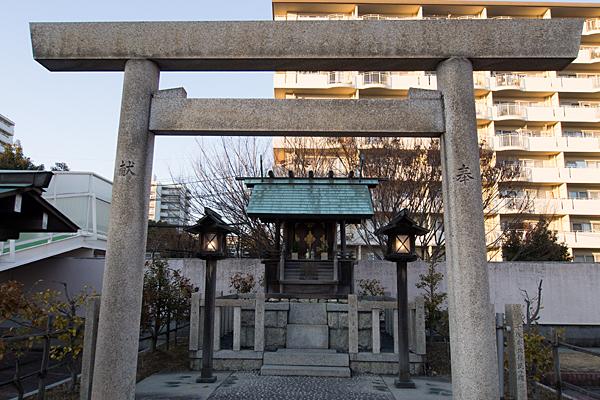 千代ヶ丘椿神社鳥居前
