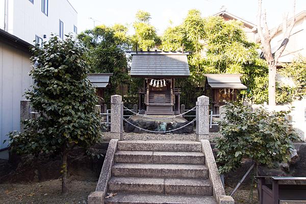 千鳥神社本社と末社
