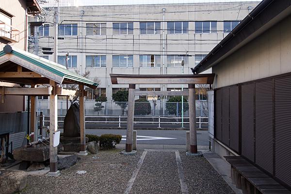千鳥神社小学校を見る