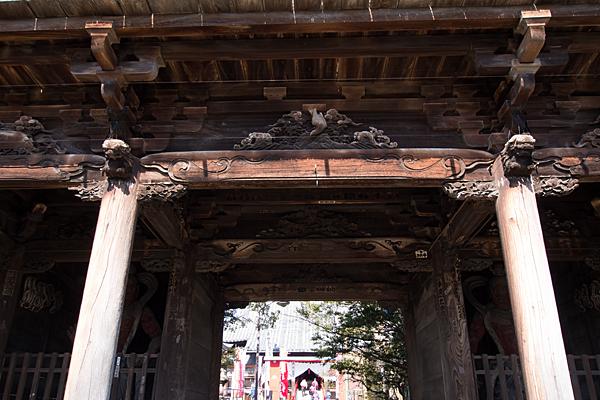 笠寺観音仁王門の彫り物