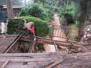 bridge falling down (4)