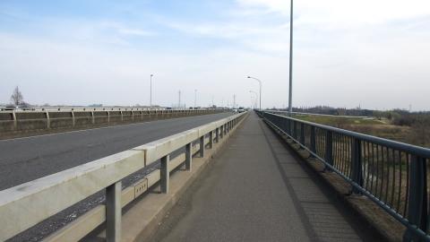 開平橋を右岸から渡って、荒サイの本当の右岸に入ります。