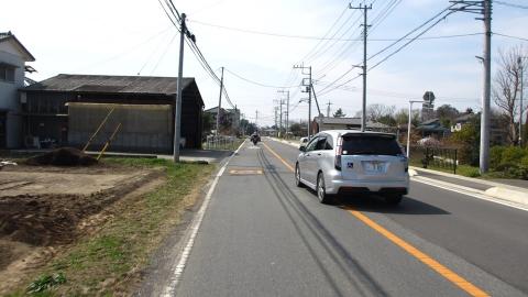 県道74号線を西に向かいます。
