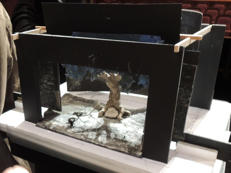第1幕の舞台 トネリコの木 模型