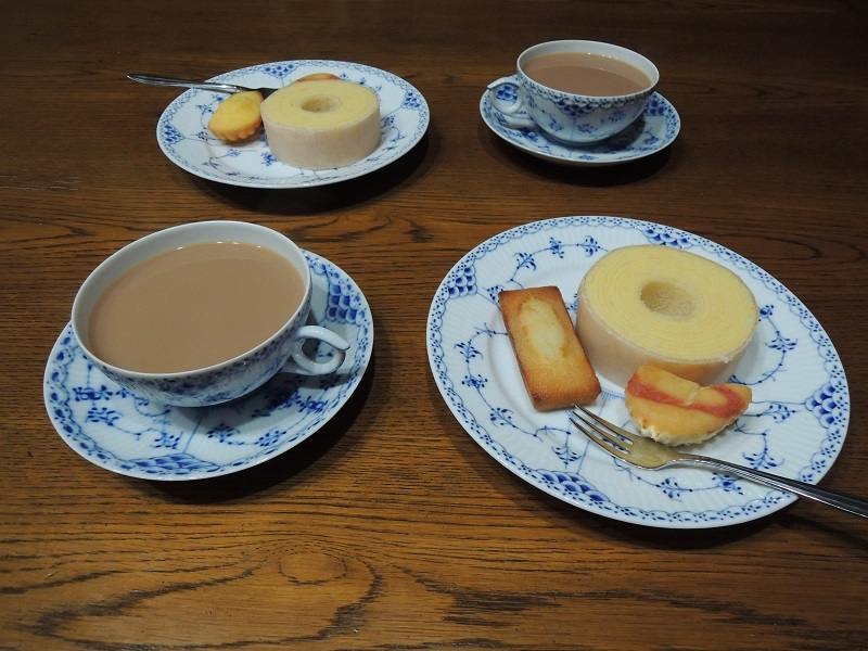 ミルクティーと焼き菓子