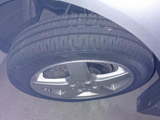 ビックリ価格のiのタイヤ
