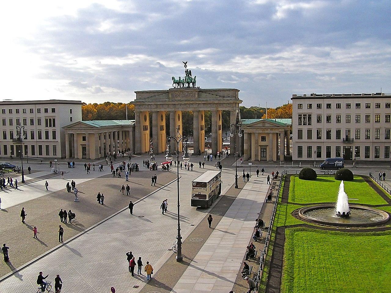 ブランデンブルク門のあるパリ広場