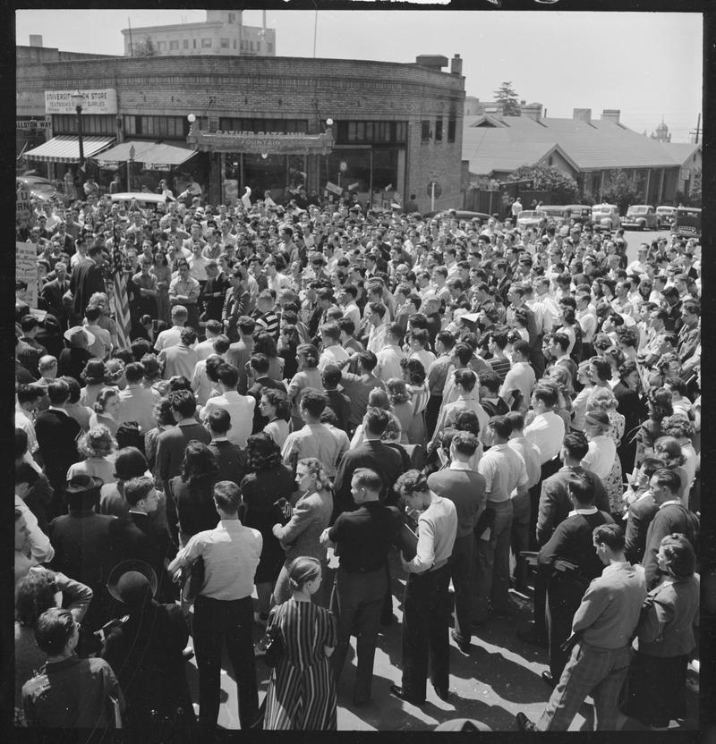 1940年4月、カリフォルニア大学バークレー校 の平和ストライキ集会