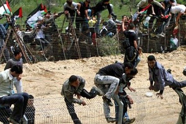 illegal-immigrants-climbing-fence-600x399.jpg
