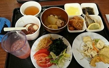 グアバジュース、サラダ、ちゃんぷる、天ぷら、ぜんざい、シブイ、秋刀魚、てびち、シークァーサーゼリー、スヌイ