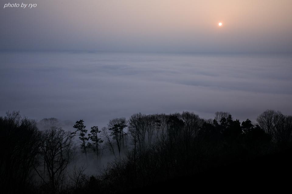 空が霞む朝