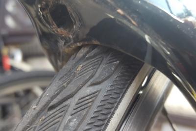 28Cだとフォークの根本でタイヤが接触
