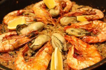 有頭海老と牡蠣のヒジキ入りパエリア1