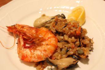 有頭海老と牡蠣のヒジキ入りパエリア2