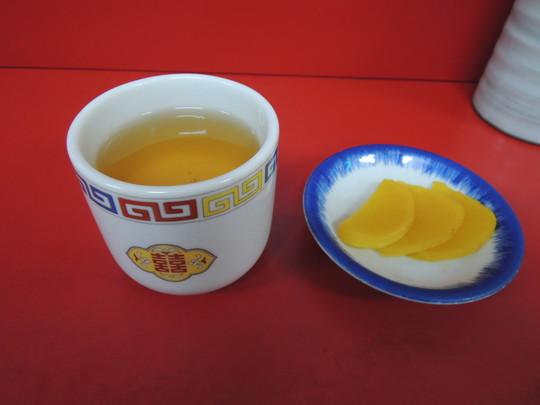 温かいお茶とタクアン
