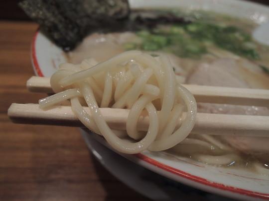 ラーメン(並)の麺