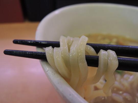 ごくっ!旨 鮭出汁の味噌ラーメンの麺