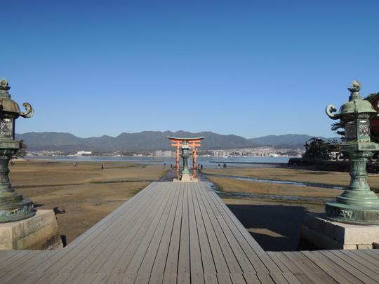 厳島神社(平舞台から見た大鳥居)