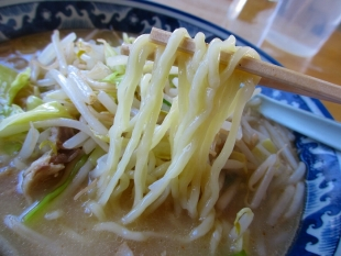 じんべい食堂 味噌ラーメン 麺