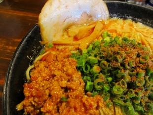 吉風赤道 ニラ担々麺 具