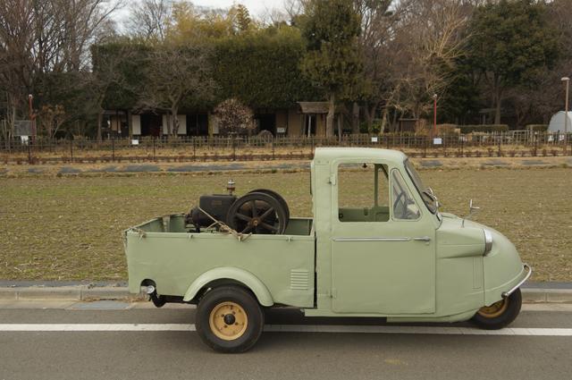 国立の古い家とミゼットに乗ったクボタF型
