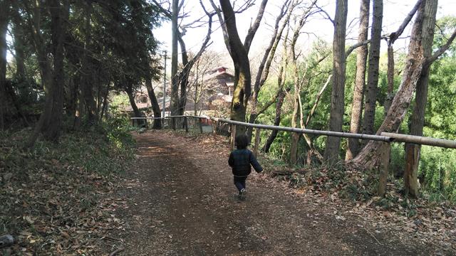 野猿峠へ降りる道沿いに鎌田さん