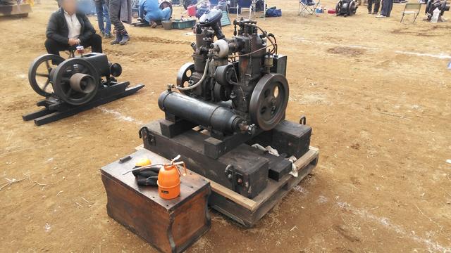 エンジンとコンプレッサ