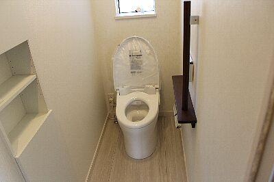 toilet_1F_01up.jpg