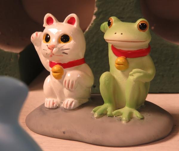 招き猫とカエル