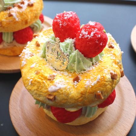 イチゴとピスタチオのパリブレスト