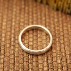 ホワイトゴールド 指輪