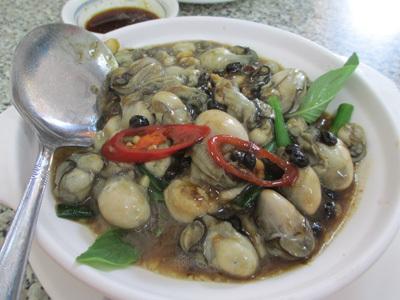 旗津で牡蠣料理