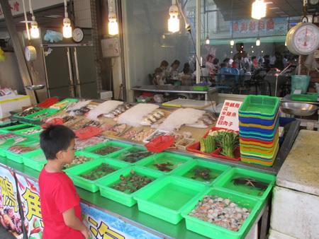 旗津の海鮮料理店の店頭1