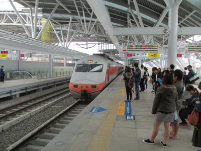 台中駅で自強號