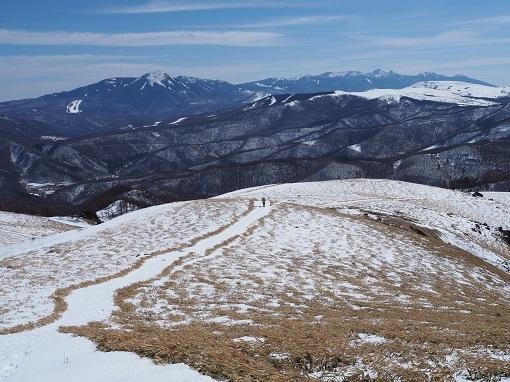 八ヶ岳を見ながら下山する