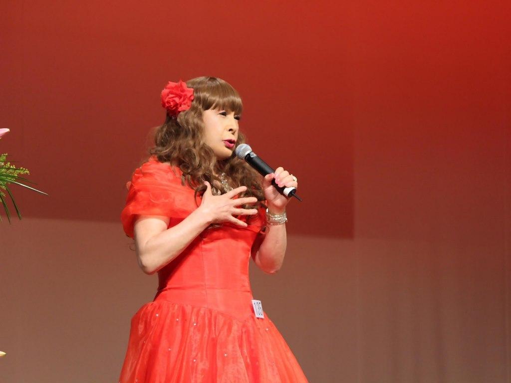 赤いドレス舞台(1)
