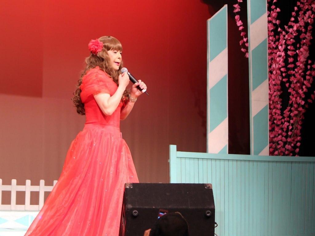 赤いドレス舞台(3)