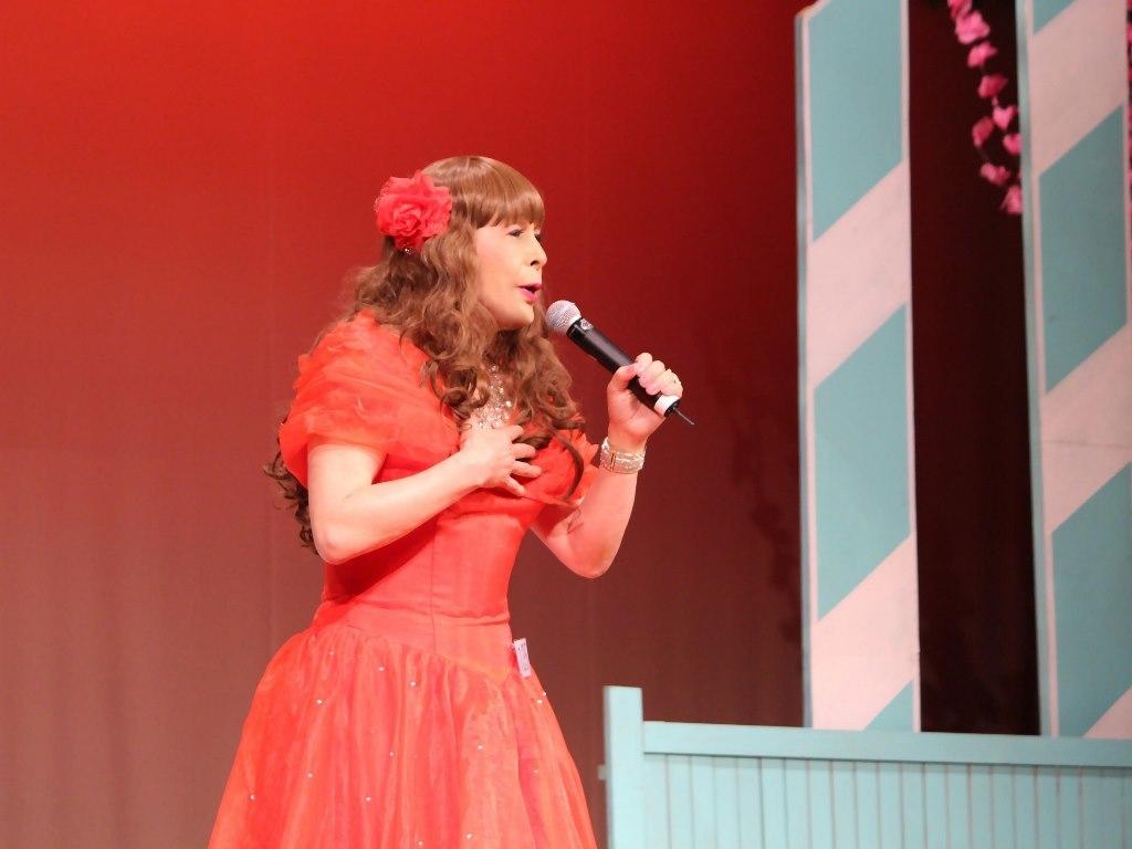 赤いドレス舞台(5)