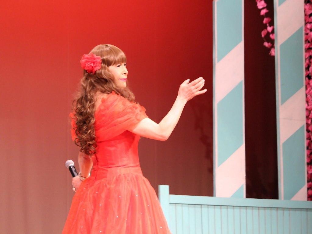 赤いドレス舞台(7)