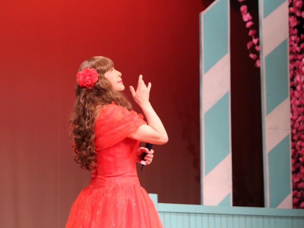 赤いドレス舞台(9)