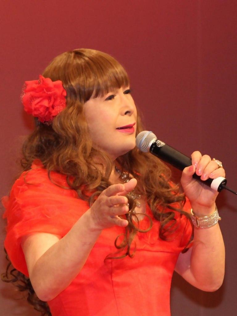 赤いドレス舞台(13)
