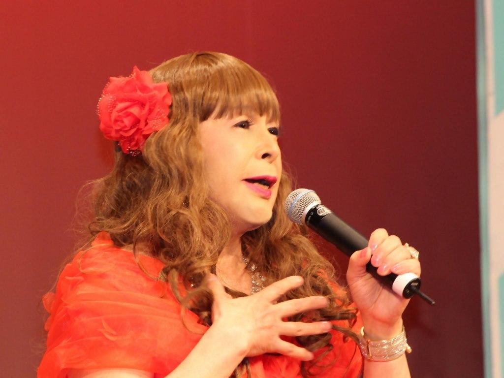 赤いドレス舞台(15)