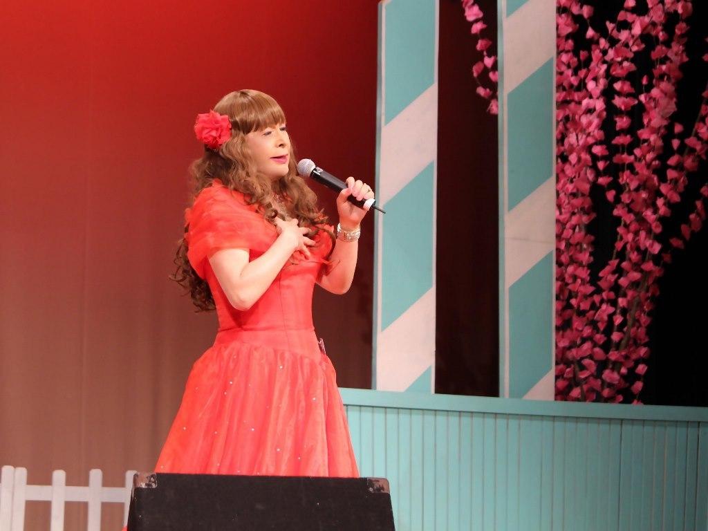 赤いドレス舞台(16)