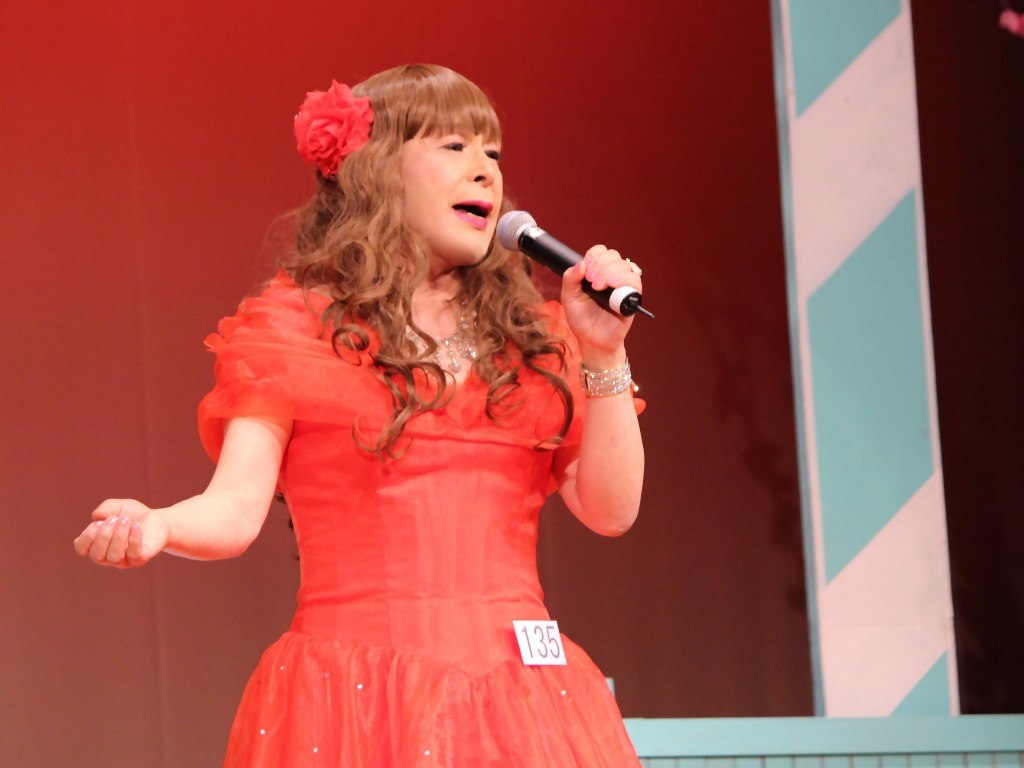 赤いドレス舞台(18)