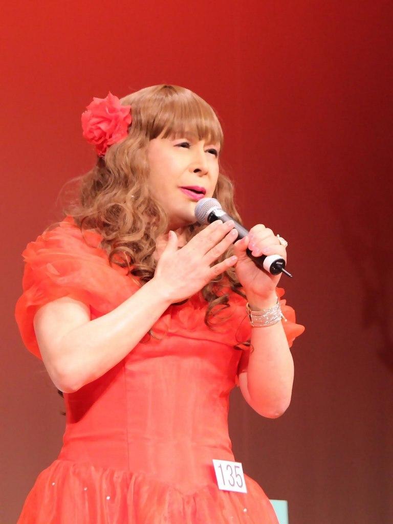 赤いドレス舞台(19)