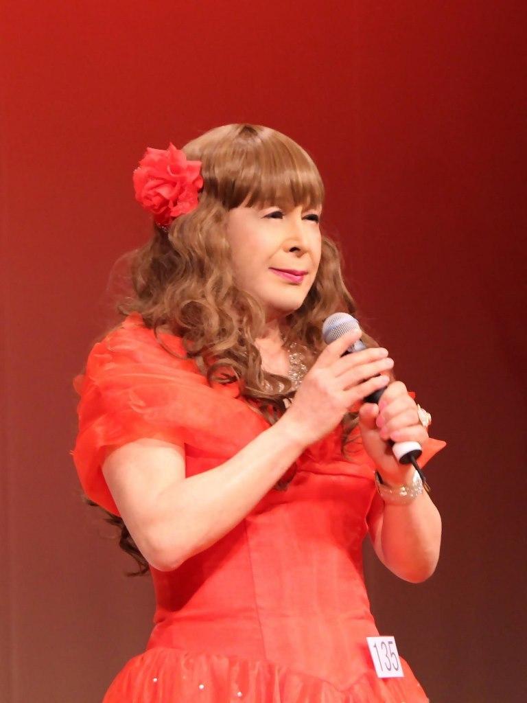 赤いドレス舞台(20)