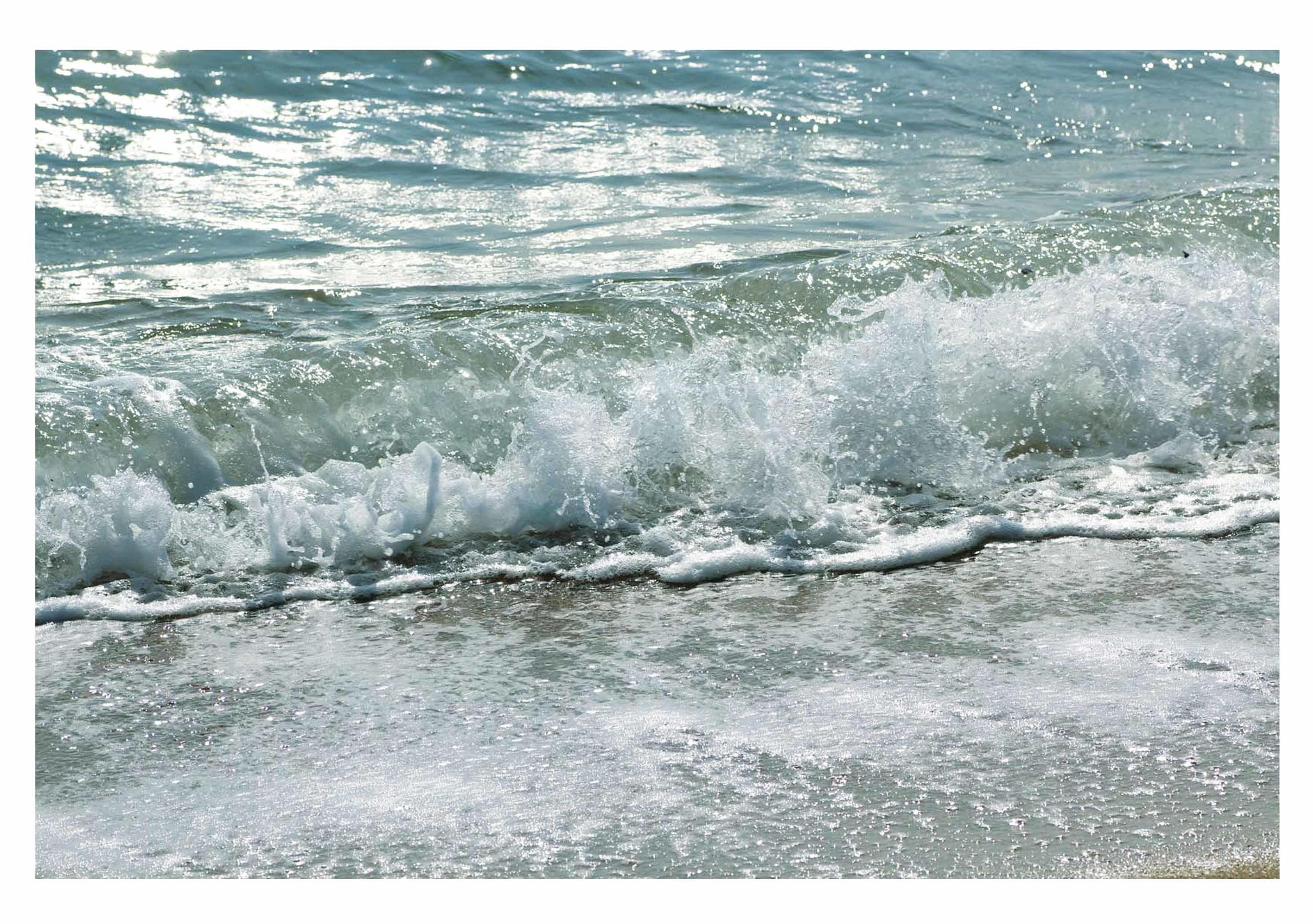 うち寄せる波